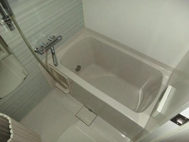 プレール・ドゥーク王子神谷 403号室の風呂