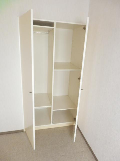 NICアーバンハイム二俣川 0101号室の収納