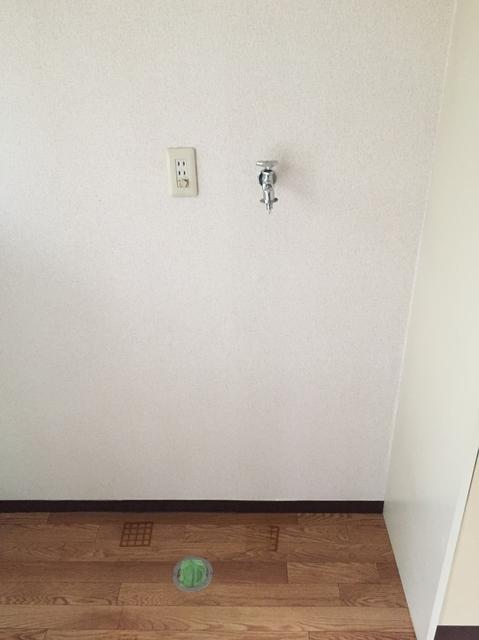クローカス・コスギ 102号室のエントランス