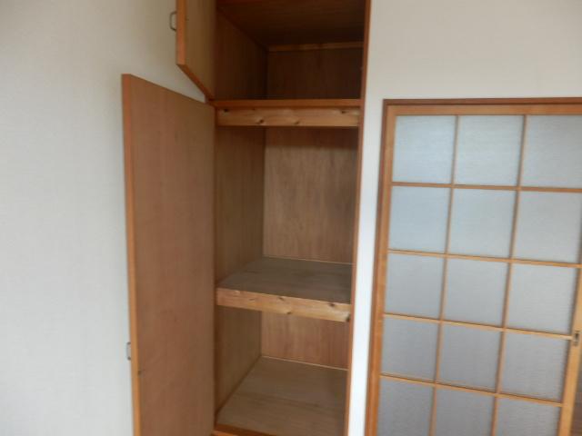 新井ハイツⅡ 02040号室の収納