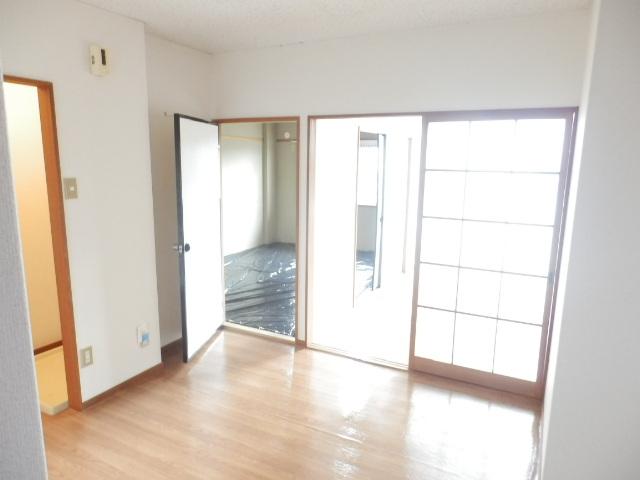 新井ハイツⅡ 02040号室のリビング
