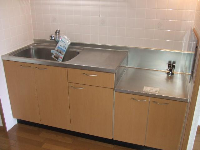 ラ・フォ-レ・フォンテ-ヌ 01020号室のキッチン