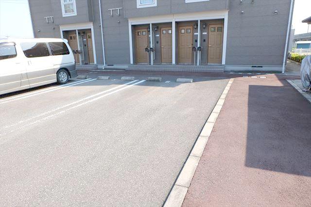 プレーリーメゾン 02010号室の駐車場