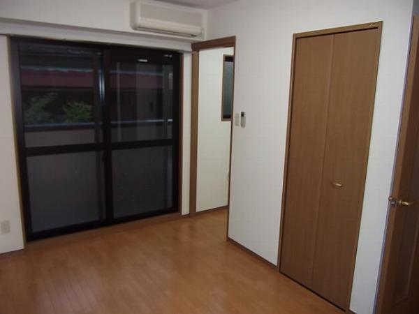 ラ・メゾン カシュ 02030号室の居室