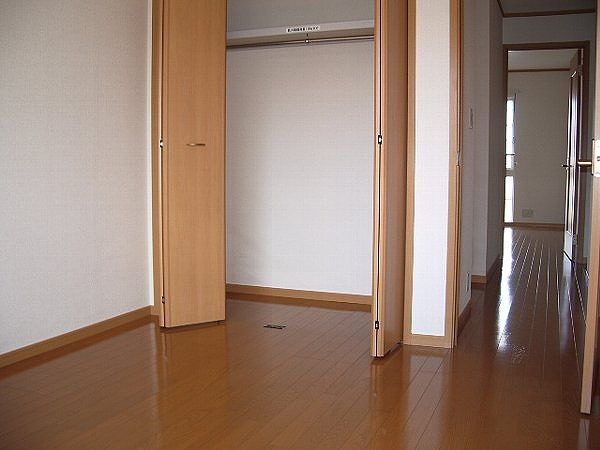 ノ-ヴァトワーレ C 01040号室の玄関