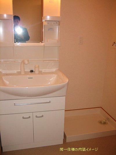 ラフレシールKM 01020号室の洗面所
