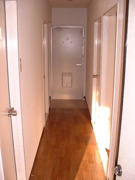 グリーンパーク 02020号室の玄関
