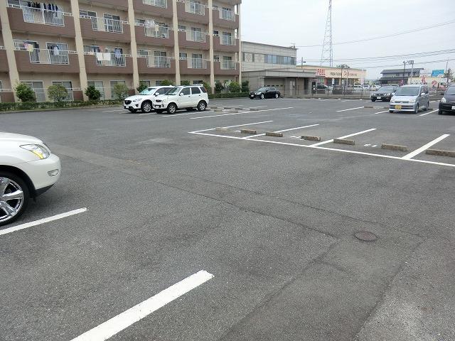 サウスウィンド 202号室の駐車場