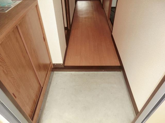 サウスウィンド 202号室の玄関