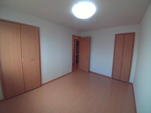 パティオ・ソレアードⅡ 02010号室の居室