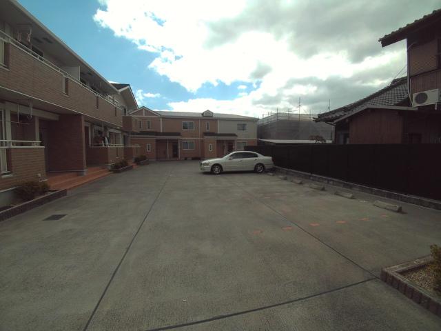 パティオ・ソレアードⅡ 02010号室の駐車場