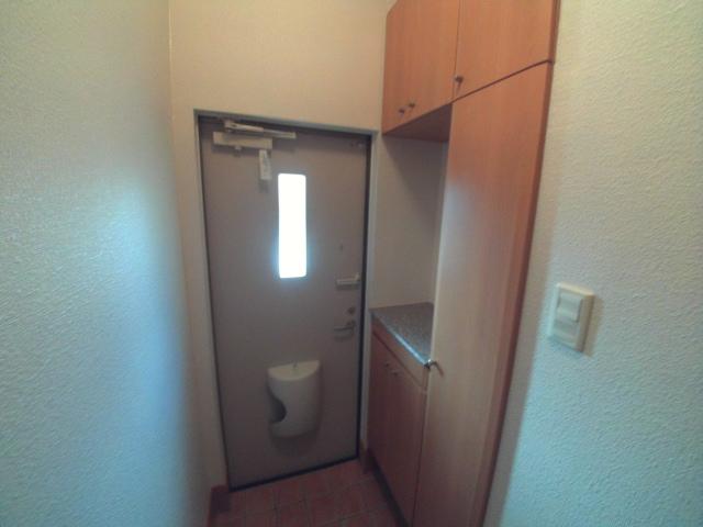 パティオ・ソレアードⅡ 02010号室の玄関