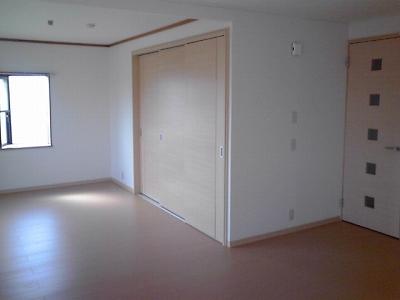 ロイヤルランド泉 303号室のリビング
