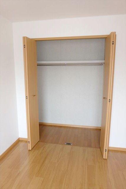 エレガンシア ルーナ 02010号室の収納