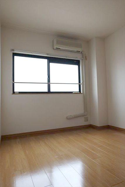 エレガンシア ルーナ 02010号室のリビング