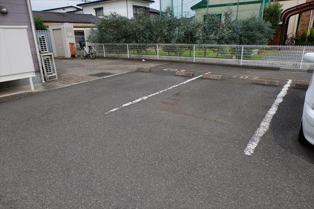 Kハイツ 102号室の駐車場