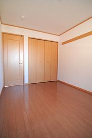 リヴァーサイド Ⅱ 02020号室のベッドルーム