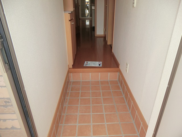 フリーデ・M 103号室の玄関