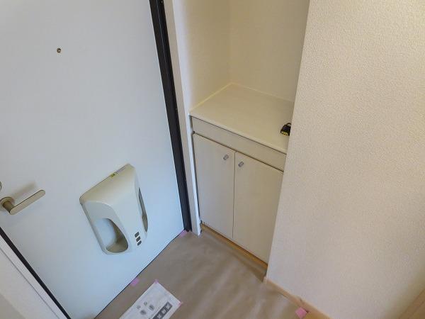 ジュネス飛田給 204号室の玄関