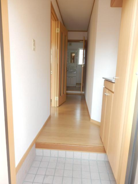 マ・シェリ・カトル 101号室の玄関