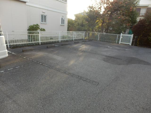 ニューエリールツムラⅠ 02020号室の駐車場