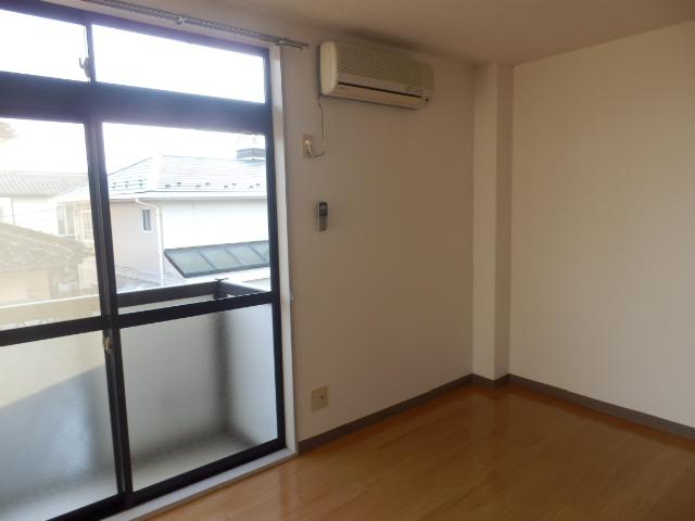 ニューエリールツムラⅠ 02020号室のリビング