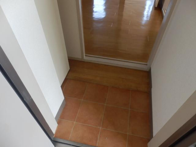 ニューエリールツムラⅠ 02020号室の玄関
