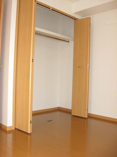 フィオーレA 01010号室のエントランス