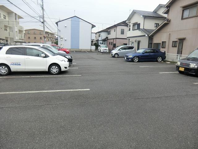クレストール宮前 201号室の駐車場