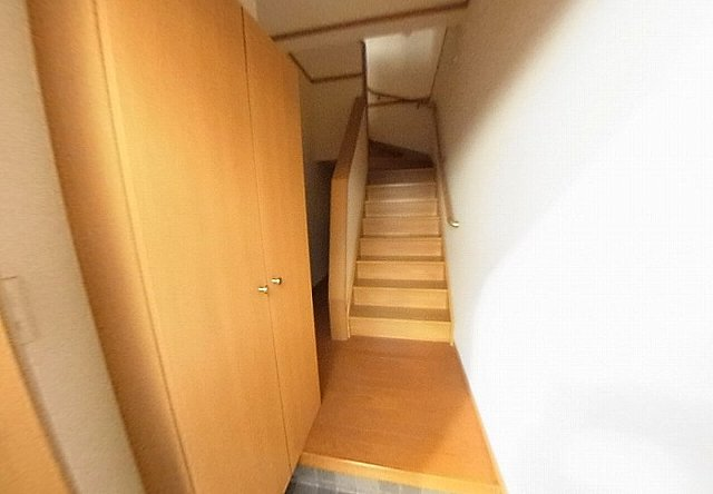 グレイスⅣ 203号室の玄関