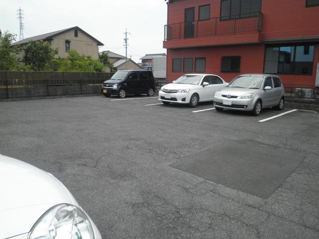 ファミール下之宮1 01030号室の駐車場