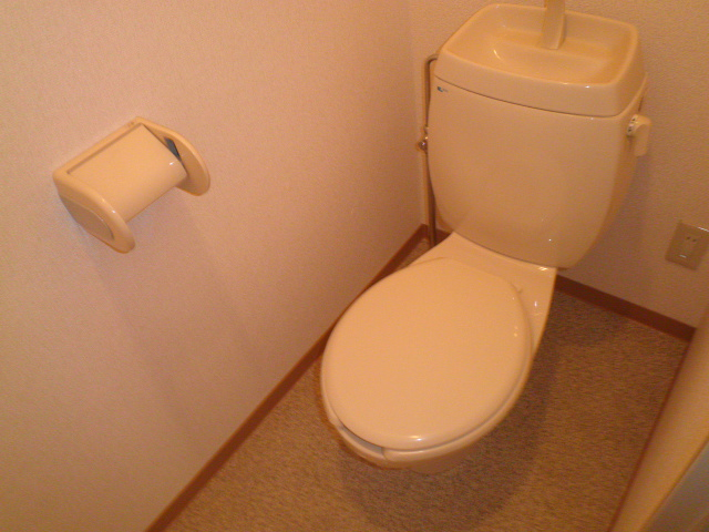 ファミール下之宮1 01030号室のトイレ