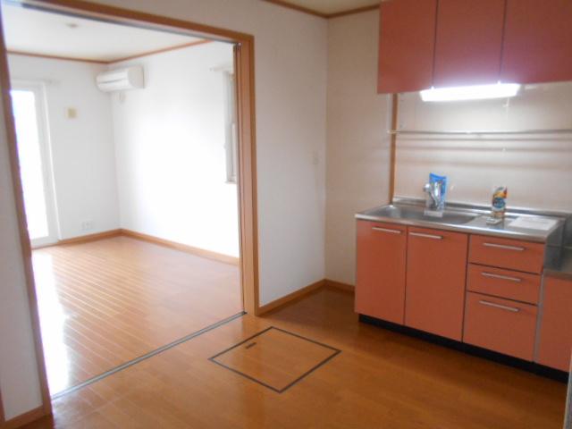 ソレイユ・ルヴァンC 103号室のリビング