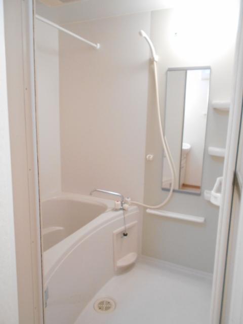 ソレイユ・ルヴァンC 103号室の風呂