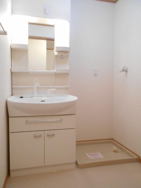 ソレイユ・ルヴァンC 103号室の洗面所