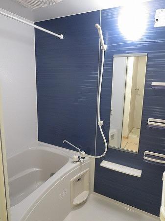 オン ブラージュ 201号室の風呂