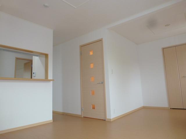 ソーレ セレーノ 201号室のリビング