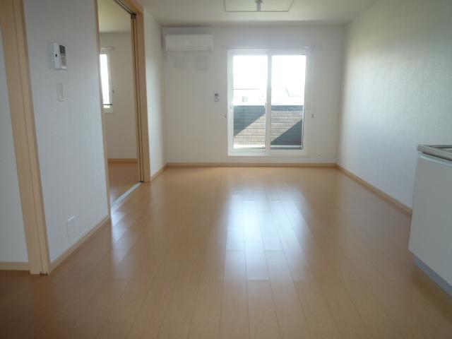 カーサヴィオラA 02010号室のリビング