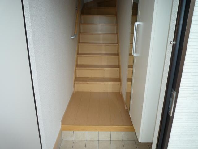 カーサヴィオラA 02010号室の玄関
