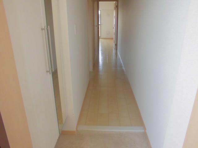 サンハイツ港 301号室の玄関