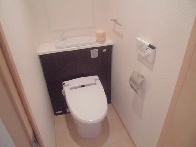 サンハイツ港 301号室のトイレ