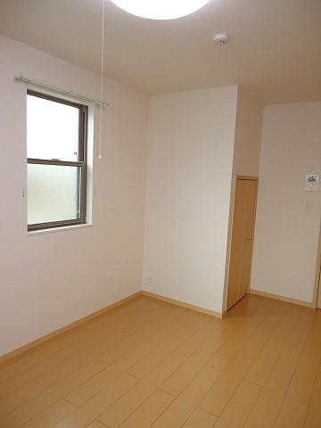 ヒルサイド向山 01020号室の居室