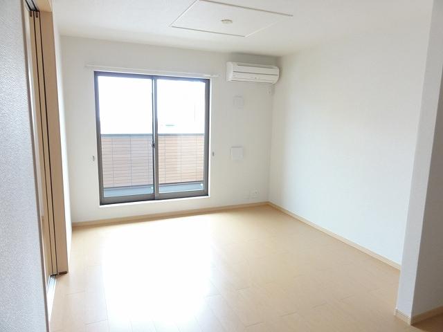 レジデンス井龍 201号室のベッドルーム