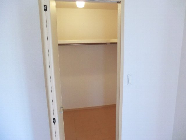 アライブ K 201号室の収納