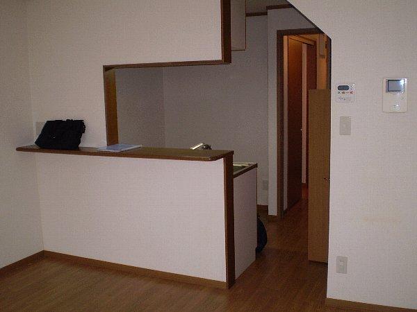 ラッフィナートA 01010号室のリビング