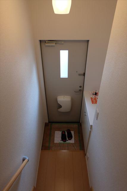 クローバーハイツ本城 02020号室の玄関