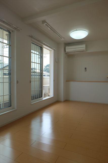 クローバーハイツ本城 02020号室のリビング