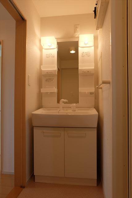 クローバーハイツ本城 02020号室の洗面所