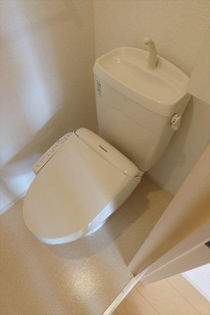カーサ・ルピナスA 01020号室のトイレ