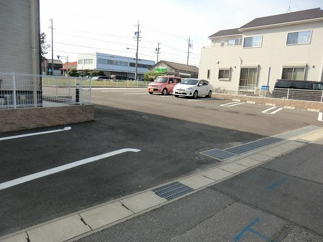 ディアコート徳永 202号室の駐車場